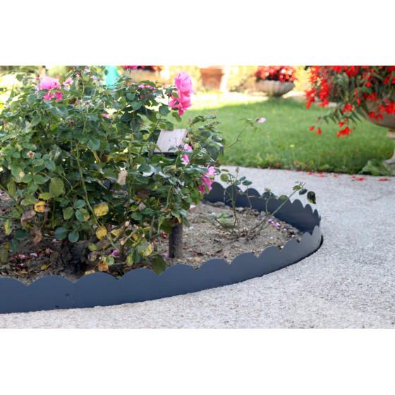 Bordure jardin gris en courbe pour souligner une allée